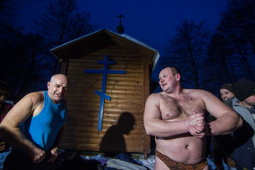 Kliny, Belarus. 18th January 2016 - - Two amaterus of winter swimming are prepearing for immersing into the ...