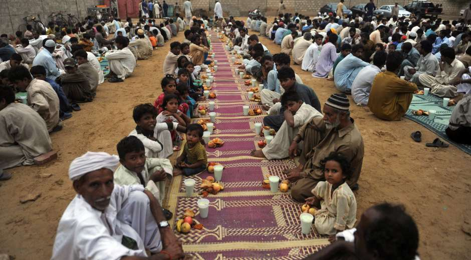 Pakistani Muslims wait for the announcement to break their fast in Karachi on August 7, 2011, during the holy ...