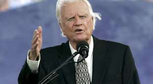 epa000467262 Evangelist Billy Graham speaks on the third and final day of the Greater New York Billy Graham ...