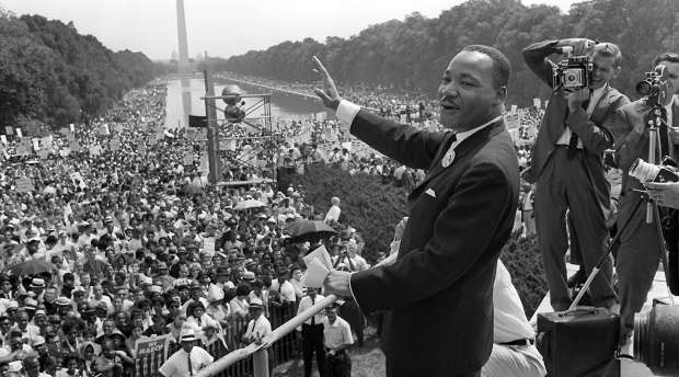 (FILES) US civil rights leader Martin Luther King,Jr. (C) waves to supporters from the steps of the Lincoln ...